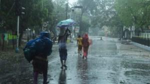20 doden door cycloon: vrees voor enorme verspreiding coronavirus na massa-evacuatie India