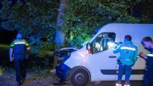 Politie op zoek naar getuigen van ongeval met gestolen bestelbus