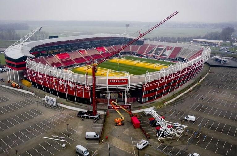 AZ start met bouw dak van eigen stadion