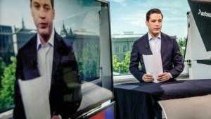 Politiek verslaggever Fons Lambie gebiologeerd door het Binnenhof