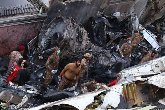97 doden door vliegtuigcrash Pakistan, twee overlevenden