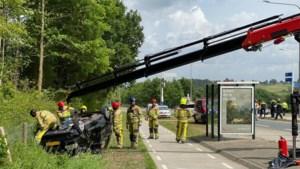 Auto over de kop in Gulpen: bestuurder gewond