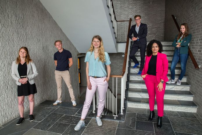 Jongeren: 'Rutte, versoepel 1,5 metersamenleving voor onze g... - De Limburger