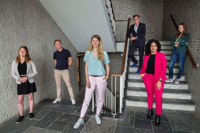 Jongeren: 'Rutte, versoepel 1,5 metersamenleving voor onze generatie'