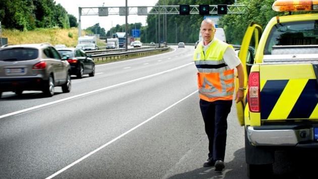 Rijkswaterstaat beboet zelden een geparkeerde trucker op de vluchtstrook in Limburg
