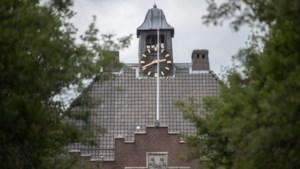 Klok op gemeentehuis van Geleen is terug
