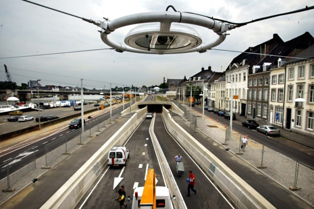 Tunnel Maasboulevard in Maastricht 's nachts weer open