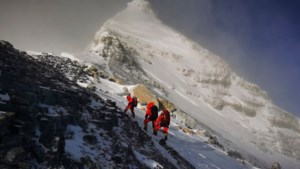 Chinezen naar top Everest om te checken of ie echt 8844 meter hoog is