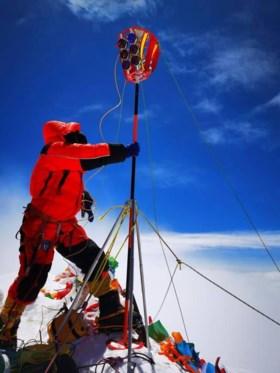 Chinezen naar top Everest om te checken of ie echt 8844 meter hoog is