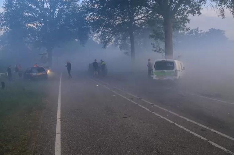 Slecht zicht door rook Peelbrand: zes auto's botsen op elkaar