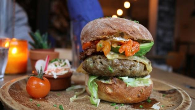 Hamburgers: zo eten kenners ze het liefst. Kies je eigen favoriet