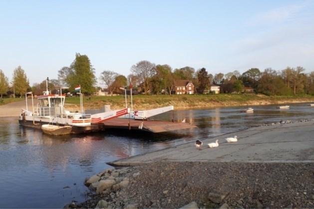 Loodzware, 'gestolen' boot van veerpont teruggevonden bij Grevenbicht