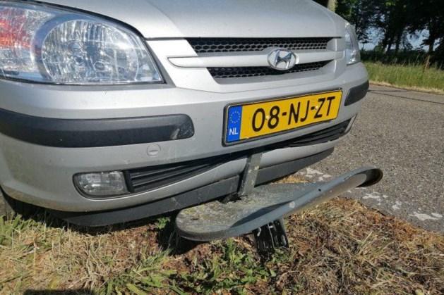 Vliegende schotel veroorzaakt schade en schrik bij automobilist