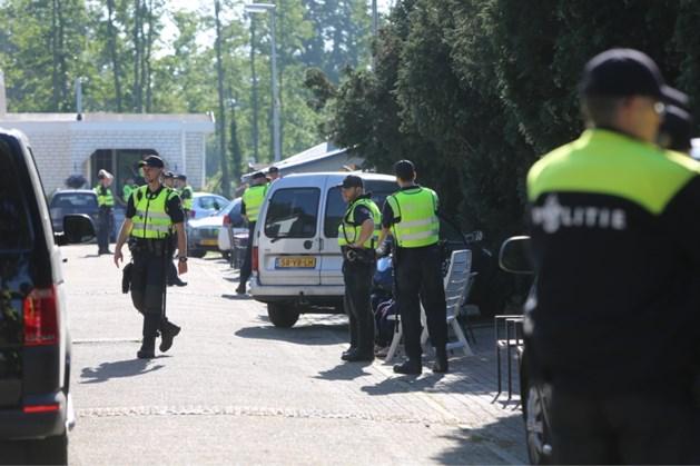 Honderd agenten bij inval woonwagenkamp Maarheeze: zoektocht naar wapens
