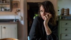 Schrijfster Sarah Domogala zoekt in nieuw boek contact met de ongevraagde vrouw in haar leven