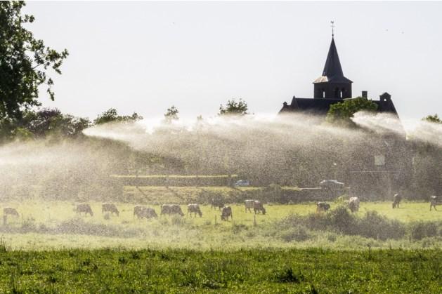 De droge grond snakt naar elke druppel water