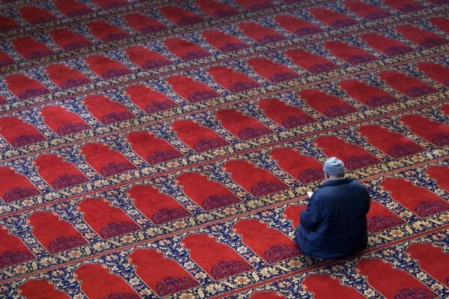LIVE   Bezoeker omstreden zwembadfeest besmet, uitbraak in Haagse moskee