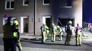 Scooterbrand slaat over naar woning: bewoners naar ziekenhuis, honden gered