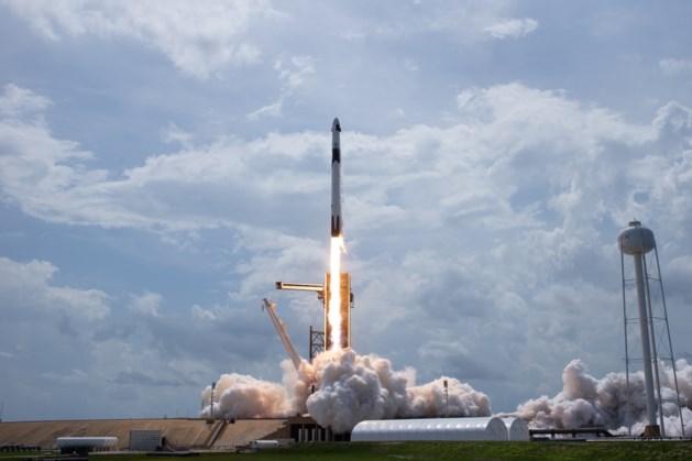Ruimtecapsule Dragon van SpaceX aangekoppeld bij ISS