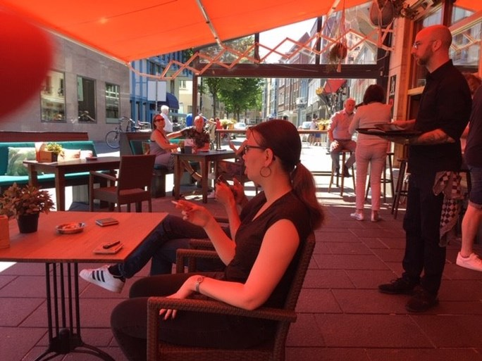 In beeld: Terrassen stromen vol op zomerse dag in Limburg