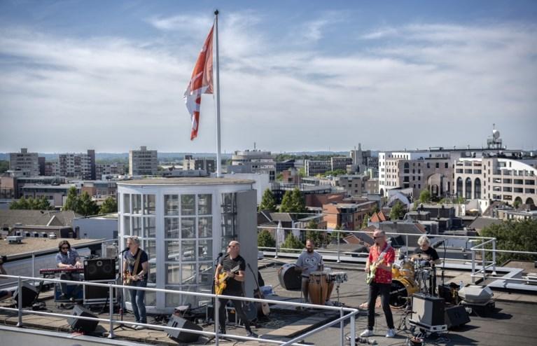 Verrassingsconcert op dak Glaspaleis Heerlen bij opening terrassen