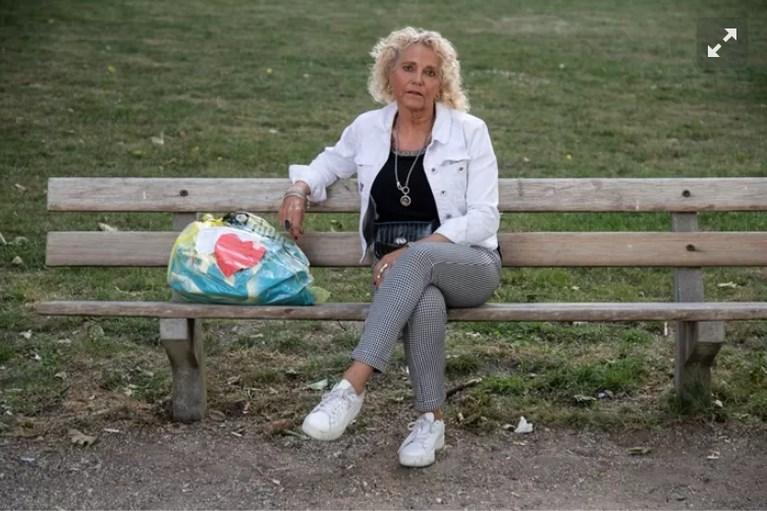 Herma (60) geeft daklozen coronacadeau met geërfd geld