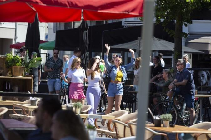 Terrassen open: 'bevrijdingsdag' in Sittard bewaakt met drone