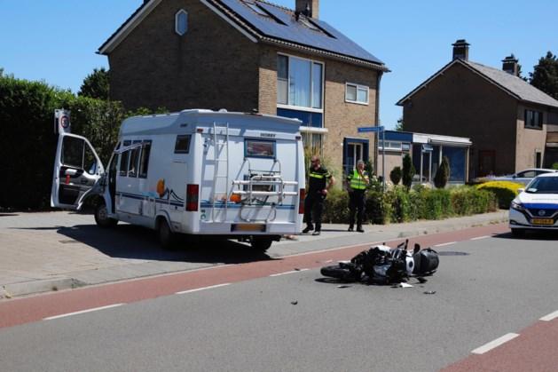 Motorrijder gewond na botsing met camper in Ottersum
