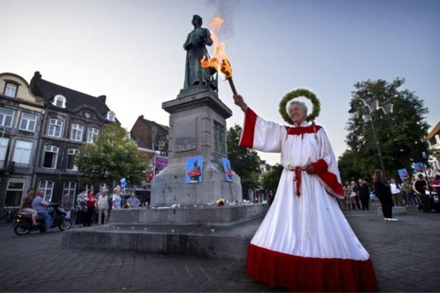 Vlam Minckelers op de Markt in Maastricht brandt weer 'eeuwig'