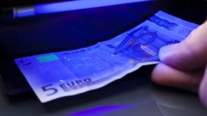 Marechaussee pakt drie mannen met vals geld op in Venlo