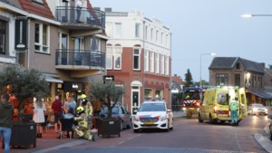Video: Zes mensen gewond nadat auto terras oprijdt in Gennep; bestuurder aangehouden