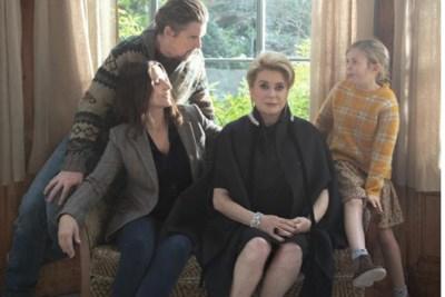 Filmrecencie: Catherine Deneuve leeft zich uit als moeder met divagedrag