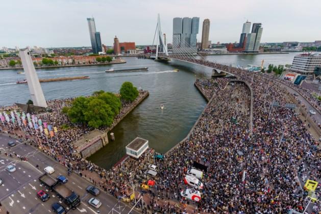 Burgemeester Rotterdam beëindigt demonstratie tegen racisme: 'onbeheersbaar druk'