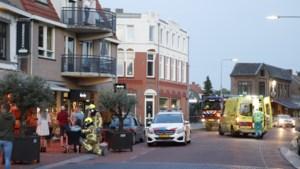 Video: Auto rijdt terras op in Gennep; bestuurder aangehouden