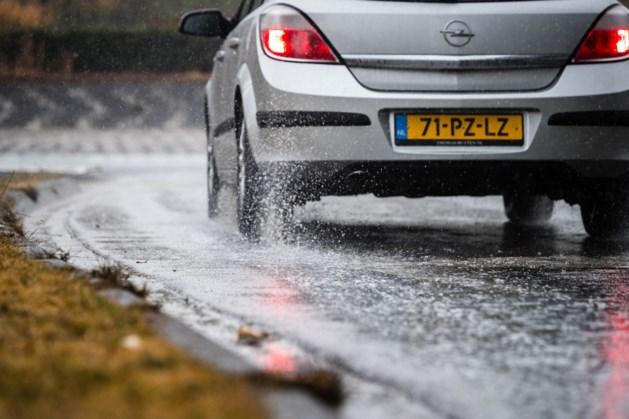 Waarschuwing voor gladde wegen door regen