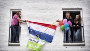 De laatste vlaggen van het Brunssumse Romboutscollege hangen uit