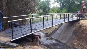 Nieuwe fiets- en voetgangersbrug Grote Kemperkoul Sittard geplaatst