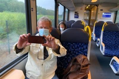 Maskers in het ov: jeuk, gekriebel en een selfie