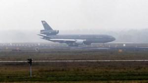 Militair toestel maakt voorzorgslanding in Eindhoven na blikseminslag: 'Dat heeft bemanning gevoeld'