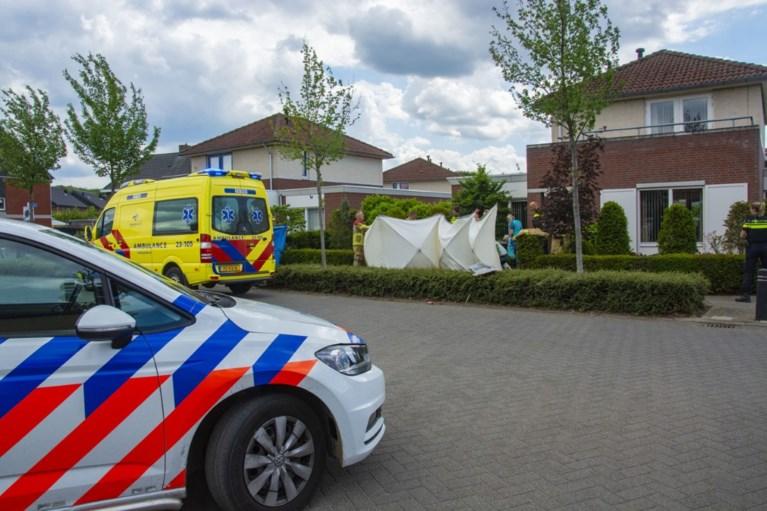 Motorrijder crasht in voortuin en raakt zwaargewond