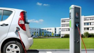 Duitse overheid verplicht laadpaal bij alle tankstations
