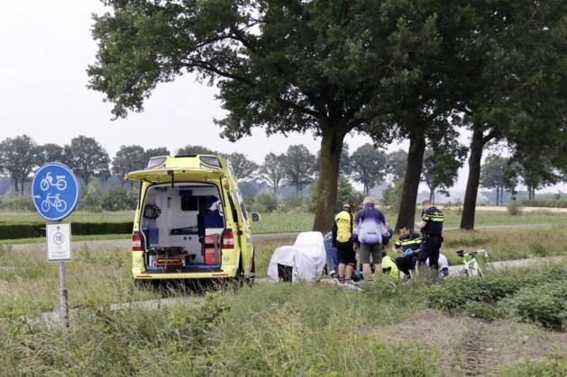 Wielrenners botsen met skeelerrijder: gewonde naar ziekenhuis