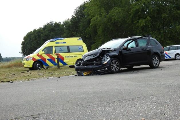 Automobilist gewond afgevoerd na aanrijding