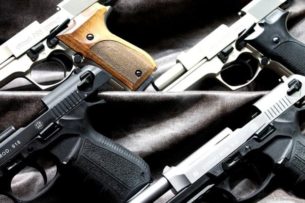 Dertien vuurwapens en grote partij harddrugs in woning aangetroffen