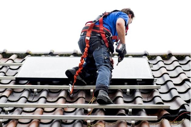 Vijftig huurders in Mook en Gennep krijgen een zonnepanelenmonteur aan de deur