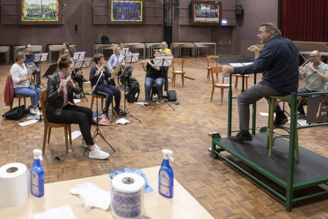 Limburgse blaasmuziekwereld mag weer träöte, in Meijel ging de harmonie meteen aan de slag