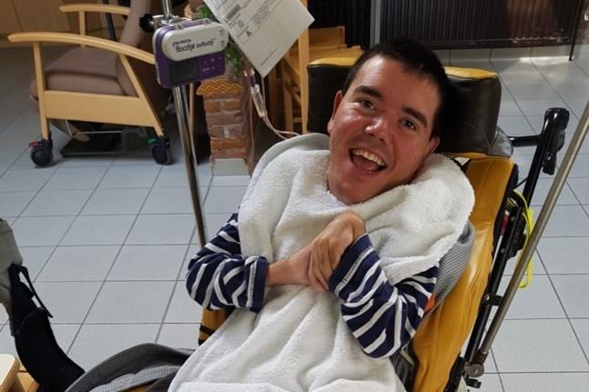 Gehandicapte Erwin (38) overlijdt nadat verpleegster hem in gloeiend heet bad zet