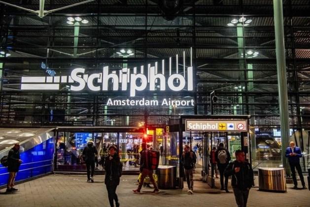 Man mishandelt boa: worsteling eindigt op treinspoor station Schiphol