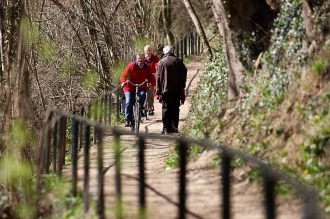 Smalle paden in Valkenburg leiden tot scheldpartijen tussen fietsers en wandelaars
