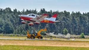 Vliegtuigje raakt van de baan bij Kempen Airport: 'Heel rustig, z'n neusje pakte wat wind'